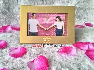 Contoh Undangan Pernikahan Frame Kalender Emas Gold